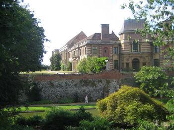 Eltham palace gardens 1351 jpg 600x