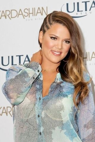 File:KhloeKardashian rockingblondelocks.jpg