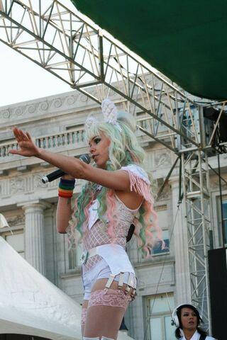 File:San Francisco Pride Kerli 2.jpg