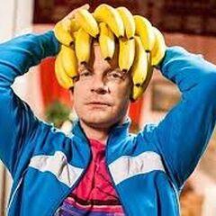 Waldek jako małpi król (bananowa korona założona).