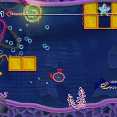 Kirby transformado en submarino huyendo de una criatura gigante marina.