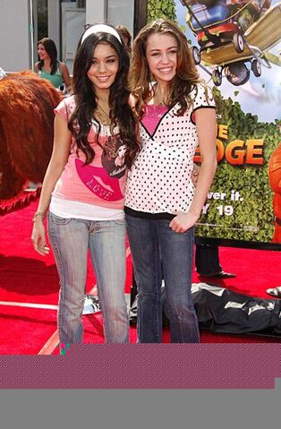 File:Miley cyrus and vanessa anne hudgens.jpg