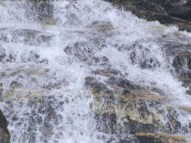 File:Wasser Neves.jpg