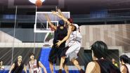 Kagami blocks Aomine (anime)