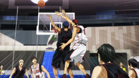 Kagami blocks Aomine (anime)