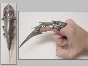File:Gothic-Skull-Lord-Finger-Armor-300x225.jpg