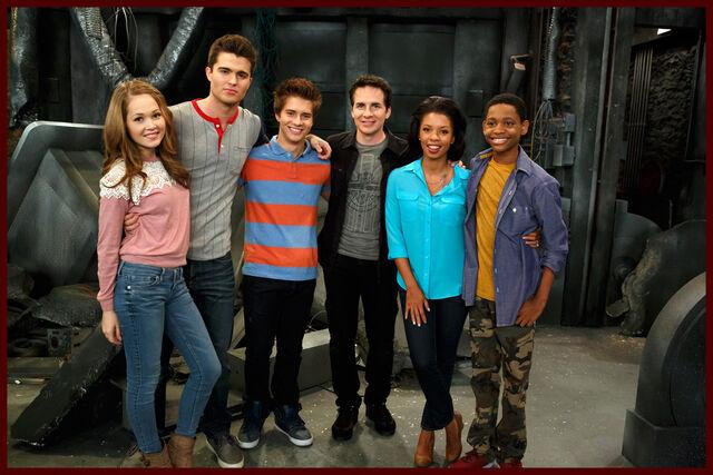 File:Season 3 Cast.jpg