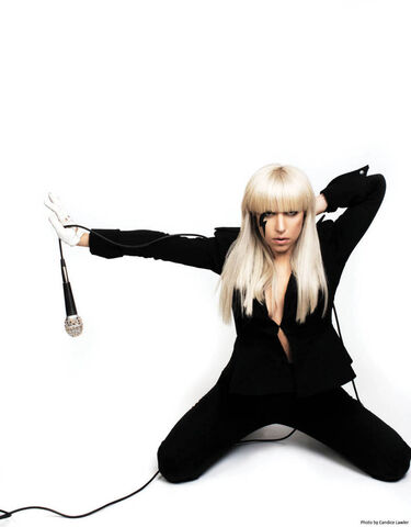 File:The Fame USB 013.jpg