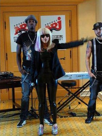 File:2-14-09 At 93.3 Energy Radio in Munich 002.jpg