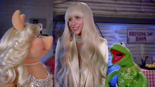 File:10-8-13 Muppets Special With Kermit and Miss Piggy 001.jpg