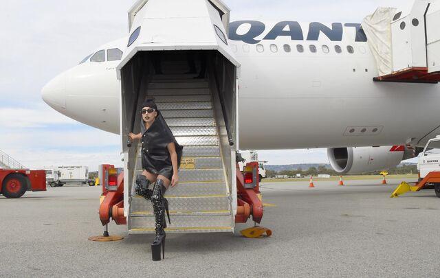 File:8-17-14 At Perth Airport 001.jpg