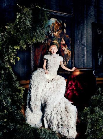 File:Vogue 2011 04.jpg