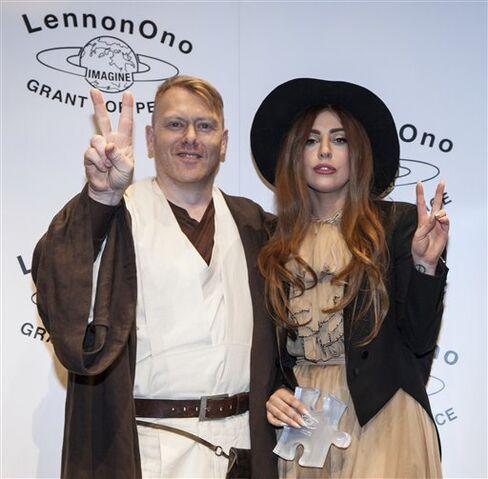 File:10-9-12 backstage at LennonOno Grant For Peace Awards. Reykjavik 009.jpg