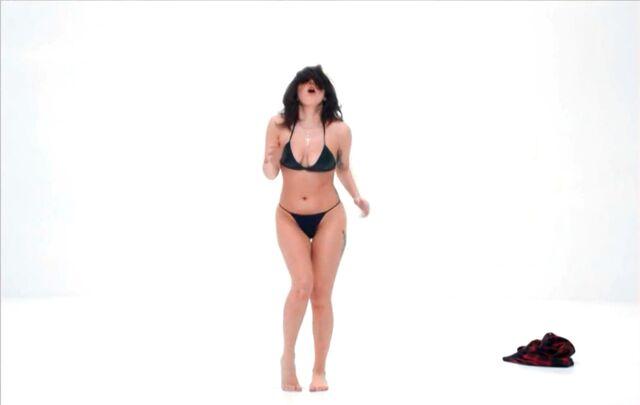 File:Do What U Want - Music video 023.jpg