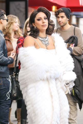 File:12-1-14 Leaving her apartment in NYC 002.jpg