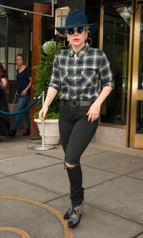File:5-8-16 Leaving her apartment in NYC 001.jpg