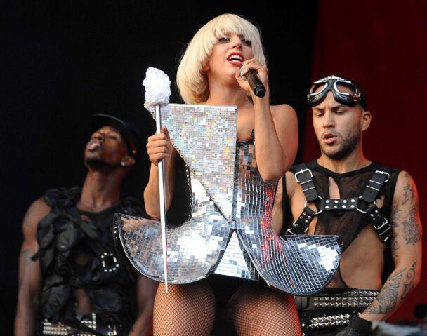 File:6-26-09 Fame Ball Glastonbury 002.jpg