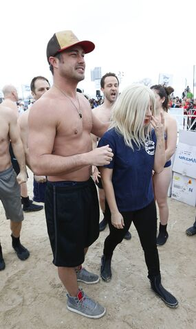 File:3-1-15 Arriving at 15th Polar Plunge on North Avenue Beach in Chicago 003.jpg
