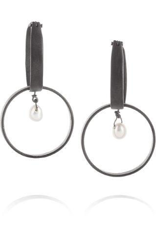 File:Inez and Vinoodh - Oxidized silver pearl earrings.jpg