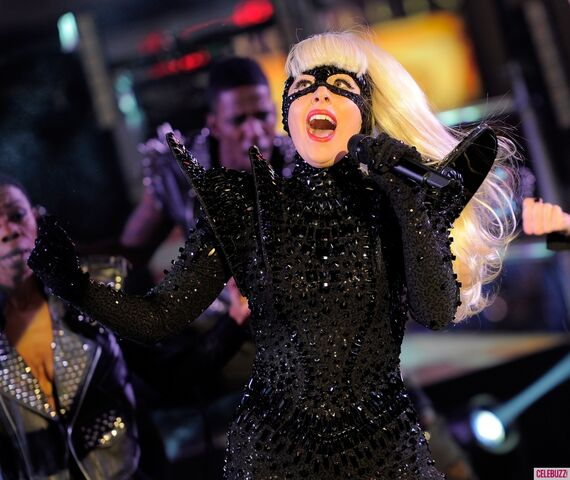 File:Lady-Gaga-Performs-in-Times-Square-on-New-Years-Eve-7-1024x862.jpg