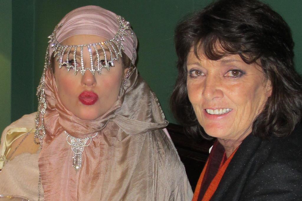 File:Septiembre 16 - Lady Gaga deja la Semana de la Moda de Londres 004.jpg