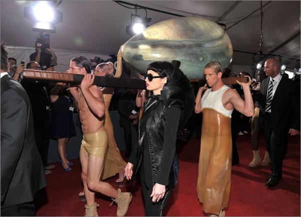 File:Arriving at Grammys 021.png