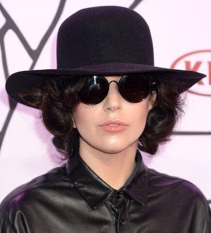 File:11-3-13 At YouTube Music Awards - Red carpet 007.jpg