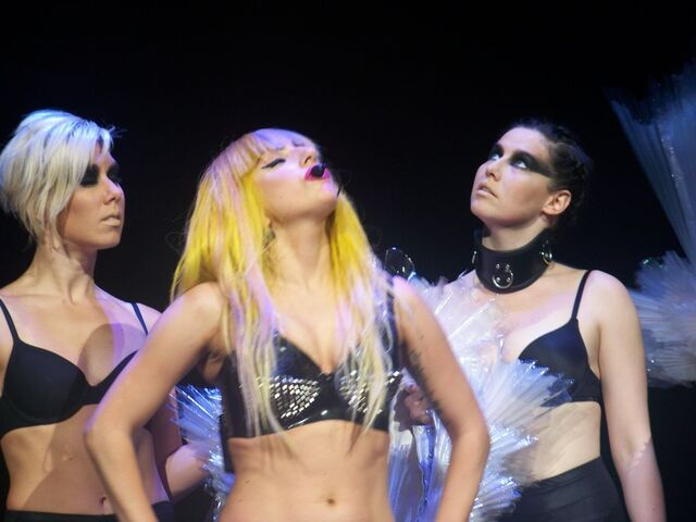 File:Amanda Gaga Molly.jpg