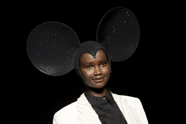File:Philip Treacy - Spring 2013 RTW Collection 002.jpg