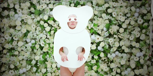 File:G.U.Y. - Music Video 030.jpg
