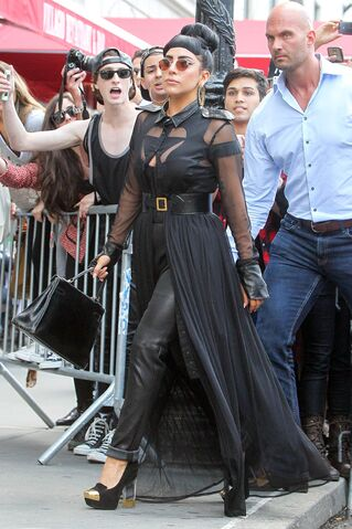 File:6-13-14 Leaving her apartment in NYC 002.jpg