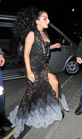 File:10-22-14 Arriving at Punch Bowl Pub in London 001.jpg