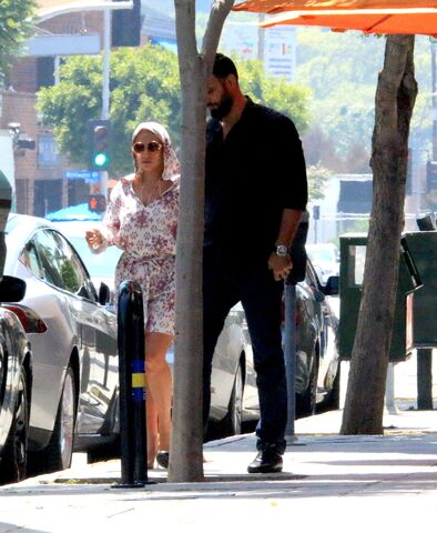 File:5-29-15 Out and about in LA 001.jpg