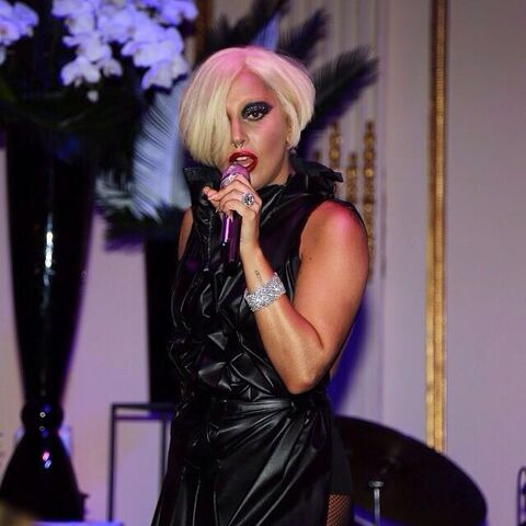 File:9-5-14 At Harper's Bazaar NYFW Fete - Performance 001.jpg