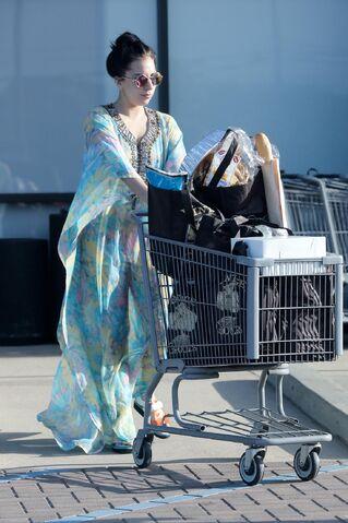 File:11-29-14 Leaving a Supermarket in Malibu 001.JPG