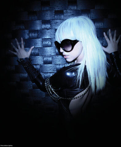 File:The Fame USB 012.jpg