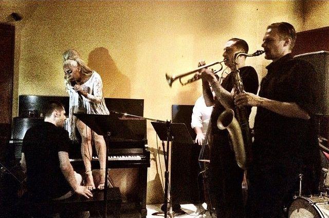 File:7-30-15 Performance at Churchill Grounds Jazz Bar in Atlanta 002.jpg