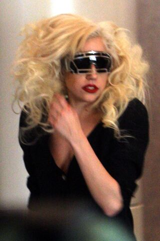 File:Lad Gaga Leaving LAX Airport.jpg
