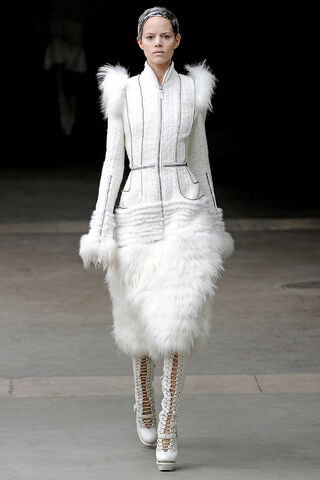 File:Alexander McQueen - Fall 2011 RTW Collection 004.jpg