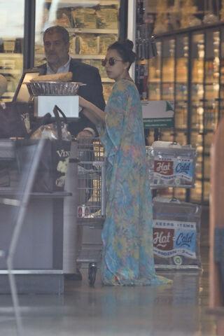 File:11-29-14 At a Supermarket in Malibu 001.JPG