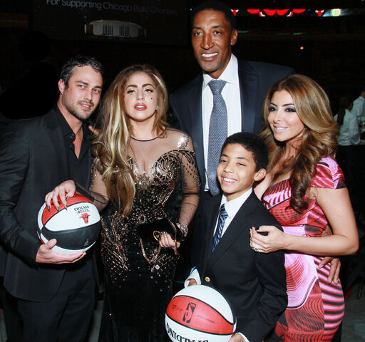 File:1-8-13 Attends Bulls Annual Charity Dinner 006.jpg