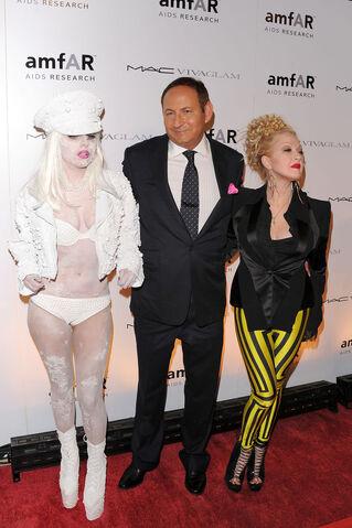 File:John+Demsey+Lady+Gaga+amfAR+New+York+Gala+V6sXmSEqPYIx.jpg