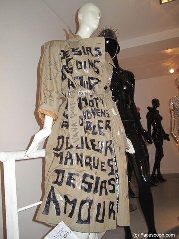 File:Vava Dudu - Custom coat.jpg
