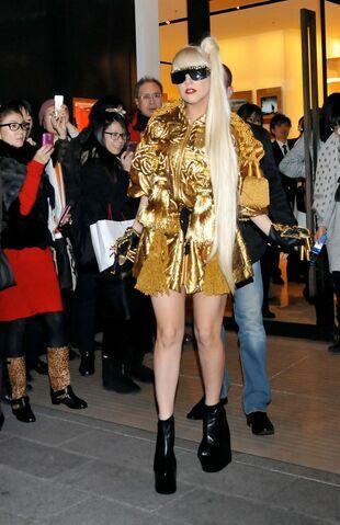 File:12-22-11 Shopping at Louis Vuitton Store in Tokyo.jpg