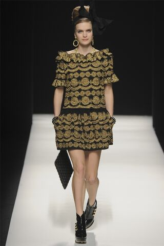 File:Moschino Fall Winter 2012 Collection - Embroidered drop-waisted dress.jpg