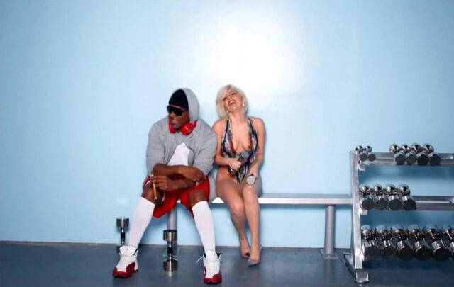 File:Do What U Want - Music video 028.jpg