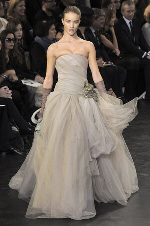 File:Louis Vuitton Fall 2010 RTW Strapless Gown.jpg