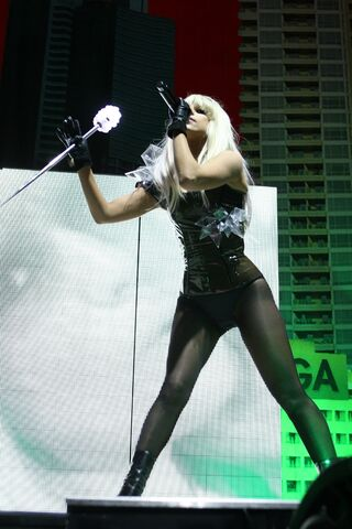 File:2-6-09 Opening Act at Liverpool Echo Arena in London 001.jpg