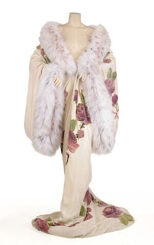 File:John Galliano - F98C - Opulent velvet and fur trained kimono.jpg