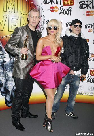 File:2-18-09 Press room at Brit Awards in London 001.jpg